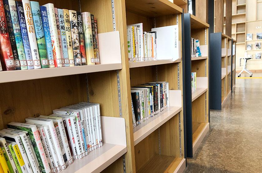 ふれあいホール:図書コーナー